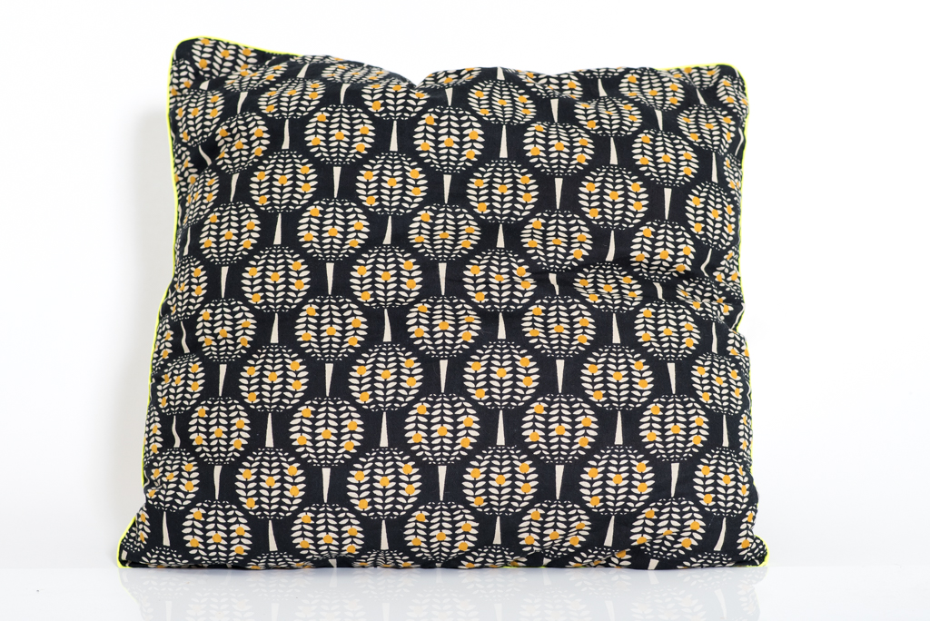 Cushion Cover - Pineapple Black